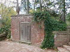 George Washington's Mount Vernon: Washington's first grave, Mount Vernon