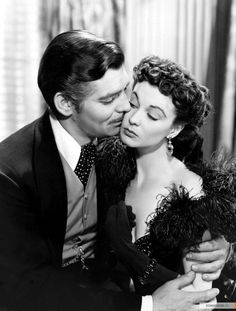 """CLARK GABLE Y VIVIAN LEIGH....OMG, I love this movie. Before """"Lord of the Rings"""", """"Gone with the Wind"""" was my #1 favorite. Now it's a toss up for me...hard to choose #1"""