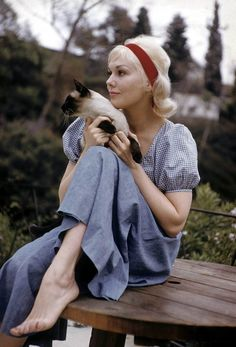 {Kim Novak & a Siamese} sweet photo. More