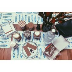Good morning with our white summer placemats  via @pavlina_prln #thebluewhite #breakfast #thebluewhitefriends #happy #summer #fish #greece #coffee #homedecor