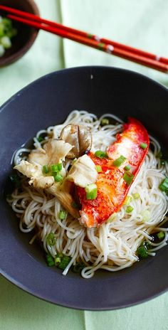 Lobster and Mushroom Somen: Somen, a type of Japanese noodles, is popular especially during summertime in Japan. Somen is usually served cold in a dashi-flavored sauce. Lobster Recipes, Seafood Recipes, Cooking Recipes, Oyster Mushroom Recipe, Mushroom Recipes, I Love Food, Good Food, Yummy Food, Food Porn