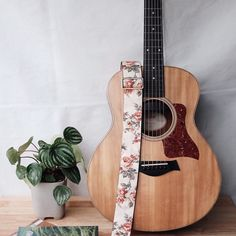 Bass Guitar Tips Printing Sculpture Irises Guitar Tips, Guitar Songs, Eric Clapton, Ukulele, Acoustic Guitar Case, Guitar Tuners, Violin Lessons, Cheap Guitars, Classical Guitar