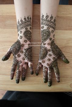 Mehndi designs on hands and wrists. Henna Tatoos, Mehandi Henna, Mehndi Art, Henna Tattoo Designs, Mehandi Designs, Henna Mehndi, Mehendi, Tattoos, Unique Henna