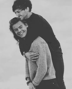 Find images and videos about one direction, louis tomlinson and Harry Styles on We Heart It - the app to get lost in what you love. One Direction Cartoons, One Direction Memes, Larry Stylinson, One Direction Louis, James Horan, Emilia Clarke, Louis Tomlinson, Larry Shippers, Mr Style