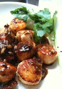 This is what I'm making for dinner tonight :)   Seared Peppered Scallops w/ Orange-Soy Glaze