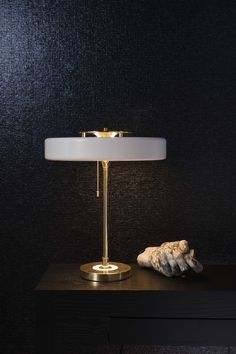Take a look at this unique table lamp and get inspired | www.delightfull.eu #uniquelamps #lightingdesign #homeinteriordesigntrends #midcenturylighting #tablelamps #bedsidelamps