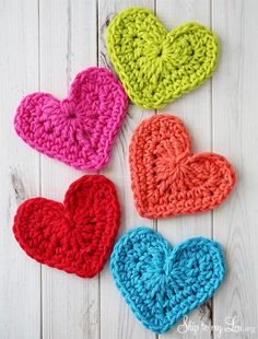 Crochet hearts, and how to craft anywhere. #organize #craft #crochet skiptomylou.org thanks so for share xox ☆ ★  https://www.pinterest.com/peacefuldoves/
