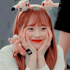 Animal: Penguin Color: Peach Fruit: Strawberry Sub-Unit: LOOΠΔ yyxy – ❧loona – icon Kpop Girl Groups, Korean Girl Groups, Kpop Girls, Extended Play, Kpop Anime, Penguin Coloring, Chuu Loona, Peach Fruit, Kpop Aesthetic