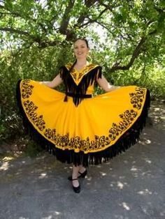 Traje Regional de TAMAULIPAS - MÉXICO - based on the style of that state - for more of Mexico visit www.mainlymexican... #Mexico #Mexican #women #fashion #costume #dress