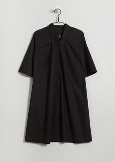 kowtow black Certified fair trade organic clothing that is ethically and sustainably made from seed to garment.