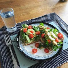 It's Lunchtime.. Tasty Avocado on Toast 🥑 – Vegan Goodies 🌱