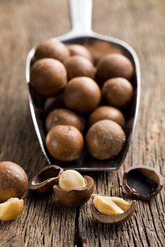 Macadamia nuts can improve heart health. Read more about other benefits. #food #poison