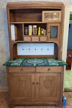 """Je suis complètement fan de ce meuble qui a trouvé sa place dans ma cuisine. Il était en très mauvais état et a demandé beaucoup de travail. J'ai utilisé le tissu """"dentelle verte"""" disponible en boutique pour recouvrir le plateau. Decoration, Liquor Cabinet, Bookcase, Shelves, Entertaining, Storage, Furniture, Boutique, Home Decor"""