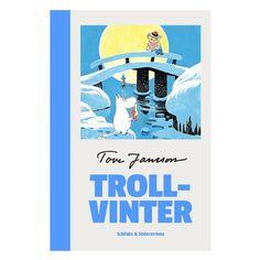Det �r inte l�tt att vakna ur sitt vinteride i januari och inte kunna somna om. Mumintrollet var det f�rsta mumintroll som n�nsin upplevt vintern, och i b�rjan var han f�rf�rligt ensam i det sovande huset. Men s� sm�ningom befolkades hans dal med vinterns hemlighetsfulla varelser. Den h�r boken handlar om hur han f�rs�kte klara sig med dem och den fr�mmande iskalla v�rld han ramlat in i.