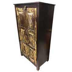 Indian antique hand carved wooden cabinet with front 2 door two-shelf cabinet for plenty of storage, this is the perfect piece for your bedroom. Unique style and design to your home interior. Beautiful and amazing cabinet. Antique Armoire, Antique Iron, Antique Gold, Wooden Cabinets, Antique Cabinets, Vintage Wood, Vintage Furniture, Vintage Country, Rustic Furniture
