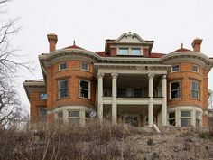 Beautiful abandoned mansion in Davenport, IA