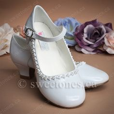 This modern mary jane shoe is accented with a side bow, front strap and heel. Perfect accessory to complement First Holy Communion dress, flower girl dress, or any formal outfit. Comes as pictured. First Communion Shoes, Holy Communion Dresses, Flower Girl Shoes, Girls Shoes, Flower Girl Dresses, Vintage Clothing, Vintage Outfits, Cute Asian Babies, Dress Shoes