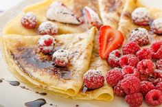 Du ernährst dich Low Carb und suchst nach einem einfachen, zuckerfreien Rezept … Are you eating low carb and looking for a simple, sugar-free recipe for pancakes without flour? Here's a great recipe that fits in well with your low-carbohydrate diet. Low Carb Desserts, Low Carb Recipes, Cooking Recipes, Funeral Sandwiches, Picnic Sandwiches, Finger Sandwiches, Breakfast Sandwiches, Breakfast Pancakes, Summer Recipes