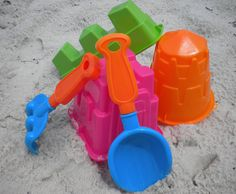 The best beach toys for kids might just be the least expensive and the most simple. #beachgames #beachtipsforkids