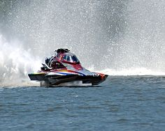 Drag boat racing Bryan Sanders