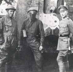 German tankers and an officer pose in front of an A7V tank (most likely chassis no. 560) in 1918