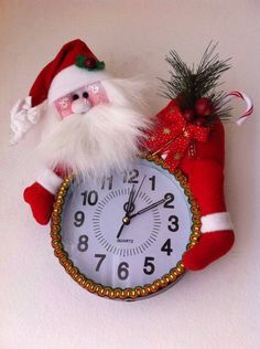 fun to make seasonable Christmas Projects, Decor Crafts, Diy And Crafts, Christmas Crafts, Christmas Ornaments, Christmas Clock, Christmas In July, All Things Christmas, Felt Christmas Decorations