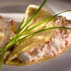 Tortilla rellena de ensalada de cangrejo