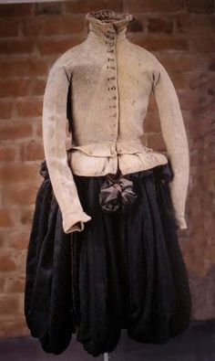 Clothing of Nil Stures murdered in 1567 is now located in Uppsala, Sweden Keskiaikavaatteet, 1600-luku, Renesanssi, Vestidos, Puvut, Nainen