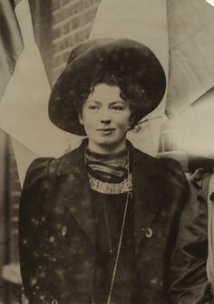 Dame Christabel Pankhurst By unknown photographer Bromide print, mid Suffragette Mary Shelley, Belle Epoque, Great Women, Amazing Women, Vintage Photographs, Vintage Photos, Les Suffragettes, Emmeline Pankhurst, Black And White