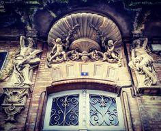 #Détail #sculptures #porte 4 place Victor Hugo #Montauban  #MontaubanTourisme #TarnetGaronne #MidiPyrénées #tourismemidipy #LanguedocRoussillonMidiPyrénées #igersmontauban #igersmidipyrenees  #igersfrance #ig_france #architecture #instarchitecture #architectureporn #architecturelovers #trésorspatrimoine #patrimoine #door #instadoor #portesdumonde #sundoors #only_doors #only_doors_global #doorlovers #doorporn #openthatdoor  #latergram