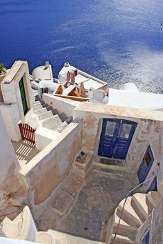 Caldera Steps, Oia, Santorini. For luxury hotels in Santorini visit http://www.mediteranique.com/hotels-greece/santorini/