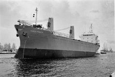 December 1981 Eemskanaal van bouwwerf naar Delfzijl   http://vervlogentijden.blogspot.nl/2015/07/elke-dag-een-nederlands-schip-uit-het_16.html