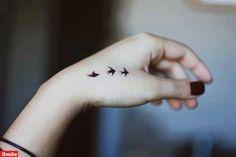 Hand Tattoo Models ›Well-groomed Woman - Famous Last Words Hand Tattoos, Wörter Tattoos, Trendy Tattoos, Unique Tattoos, Small Tattoos, Girl Tattoos, Tattoos For Women, Tattos, Brown Tattoos
