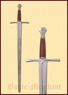 Einhänder mit Fischschwanzknauf   -schaukampftauglich-    Armourclass ist eine der führenden und renomiertesten Schwertschmieden Großbritaniens. Ihr exzelleneter Ruf eilt diesen Schwertern weit voraus. Die Schwerter sind daher extrem begehrt und die Stückzahlen sind sehr begrenzt, Wartezeiten von 6 bis 9 Monaten sind keine Seltenheit.  Bei uns sind eine Vielzahl dieser Schwerter ständig auf Lager!     Bei diesem Schwert handelt es sich um ein typisches Replikat eines Schwertes wie es im ...