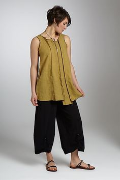 Cool top, attractive colour combination.