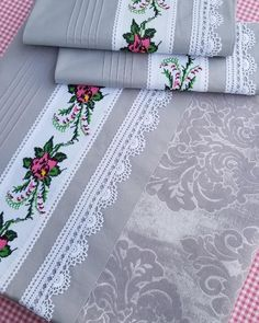 9 Diy Table Cloth From Sheets Chandelier Wedding Decor, Patchwork Baby, Patchwork Cushion, Lace Making, Baby Knitting Patterns, Diy Table, Diy And Crafts, Sewing Projects, Cross Stitch