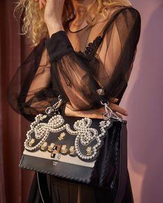 43.3 тыс. отметок «Нравится», 186 комментариев — Fendi (@fendi) в Instagram: «A contemporary take on the classic #FendiKanI. For more romantic ribbons and pearls head to…»