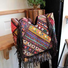 MAPUSA by NAWERI 190€ Boho tote bag made from antique embroidered fabrics. Cabas confectionné à partir de tissus brodés antiques & franges en cuir. Modèle unique.