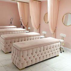 Home Beauty Salon, Beauty Salon Decor, Beauty Salon Interior, Beauty Salon Design, Salon Interior Design, Beauty Salons, Beauty Studio, Spa Room Decor, Beauty Room Decor