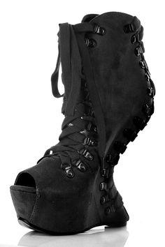 Shoplink: http://www.bittersweetsecrets.de/schuhe/plateauboots/bootie-ellie-shoes-trina.html