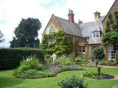english manor house photos   マナーハウス=由緒正しい個人の邸宅の、お庭を ...