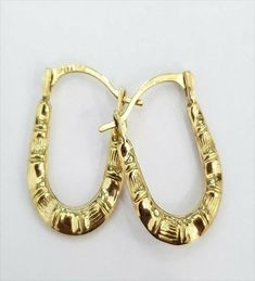 Solid Yellow Gold U shape Oval Patterned Hoops Hoop Earrings Diamond Cut. RG&D is a unique collection of Wedding Rings, Engagement Rings, Fashion Rings, Gold Chains, Pendants and jewelry for men. Gold Diamond Earrings, Gemstone Colors, Gold Chains, Fashion Earrings, Diamond Cuts, Wedding Rings, Pendants, Shape, Engagement Rings