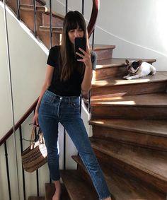 Denim jeans, Black t-shirt, minimalist style, how to make a capsule wardrobe, street style inspirati Estilo Dakota Johnson, Dakota Johnson Stil, Look Fashion, Trendy Fashion, Autumn Fashion, Fashion Black, Summer Minimalist, Minimalist Fashion, Minimalist Style