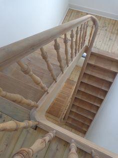 Afgeschuurde houten trap