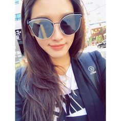 #김재경 #재경 #JaeKyung #레인보우 #Rainbow 170526 JaeKyung's Instagram UPDATE:「 날씨가 좋군요 #jaekyung 」 Girl Bands, Korean Beauty, Kpop Groups, Caption, Cat Eye Sunglasses, Actors & Actresses, Asian Girl, Rainbow, Singer