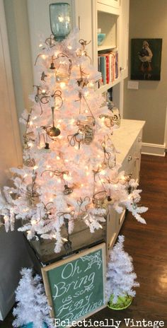 Vintage White Christmas Tree from Walker Walker Greer Vintage. White Christmas Tree Decorations, Creative Christmas Trees, White Christmas Trees, Christmas Tree Toppers, Christmas Love, All Things Christmas, Christmas Ideas, Celebrating Christmas, Holiday Ideas