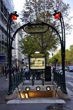 Paris, Métropolitain, Entrée de la station Mouton-Duvernet 3, arch. Hector Guimard
