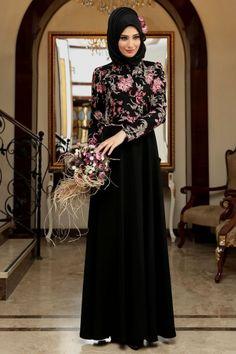 Models of Hijab dresses in Wing Tesettür – Wanderlust Prom Night Dress, Hijab Evening Dress, Hijab Dress Party, Evening Dresses, Abaya Fashion, Muslim Fashion, Fashion Dresses, Lace Dress With Sleeves, The Dress