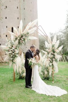 Pampas grass wedding trend that came from the seventies is appropriate for your wedding! We consider best decor ideas in our gallery. Wedding Ceremony Arch, Wedding Altars, Wedding Ceremony Decorations, Ceremony Backdrop, Wedding Aisles, Wedding Backdrops, Wedding Ceremonies, Decor Wedding, Outdoor Ceremony