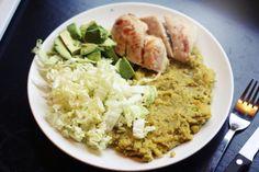 Kylling, avacado, kinakál og mos av eplum og rótfruktum